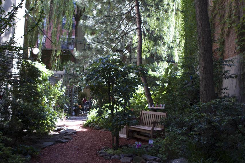 Creative Little Garden Manhattan Sideways