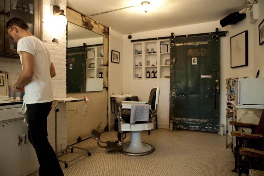 Barber Nyc : Blind Barber - Manhattan Sideways
